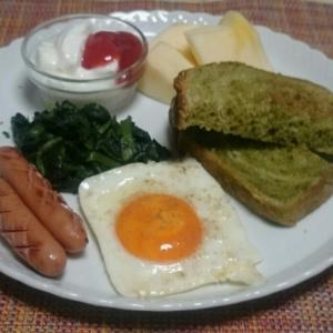 シニア夫婦の朝食