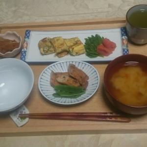 シニア夫婦の朝食と初収穫