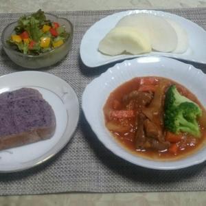 シニア夫婦の晩ご飯  豚肉とフルーツの煮込み