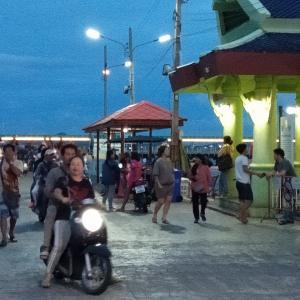 タイ シーチャン島 コシーチャン バンコクから一番近い島 エビカニ三昧のリゾート バックパッカー