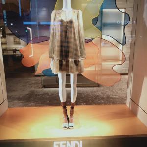 透ける素材 ファッショントレンドは続いている 時代の流れを銀座のディスプレイから感じるフェンディ