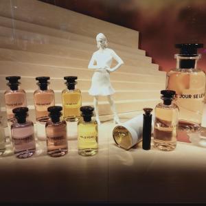 新しい香水がでたよ LV フランスの香り フレグランス 銀座ディスプレイ 新しい見せ方