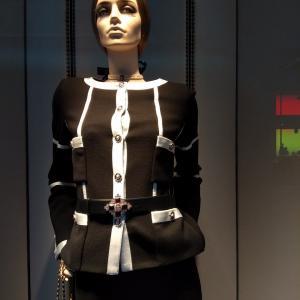 セーターに使う編地を固めに仕上げジャケットに活用 銀座 シャネル フランスブランド