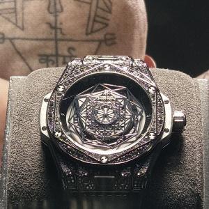 常に進化し続ける時計 ビッグ・バン BY ウブロ スイスの高級時計メーカー まさに芸術品