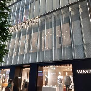VALENTINO @ GINZA  銀座 バレンチノ  ブーツの3段階活用 ディスプレイ
