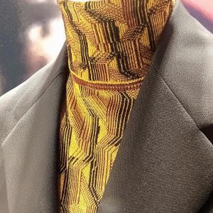 スーツの中にはニットを着る時代 シャツじゃないんだよね・・・ 銀座 プラダ イタリアタイリング
