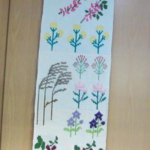 絵織り・・壁掛け(秋の七草)を 織っています。・・3
