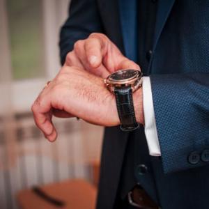 メンズコスメ 『腕時計で肌が荒れる?その原因と対処法とは』