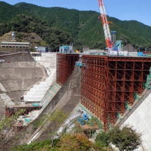 今しか観られない鶴田ダムと大鶴湖の風景