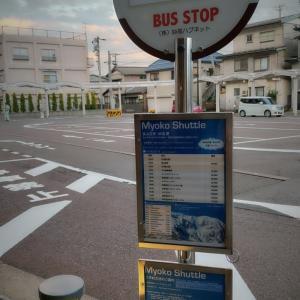 見慣れぬバス停