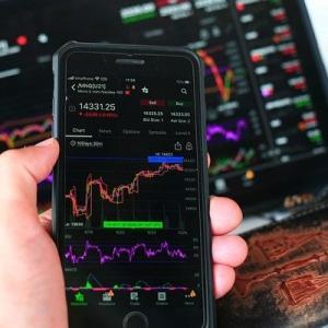祝日も世界で動き続ける【株式投資への備え方】。CFDなら株式指数 / GAFAMなど米中個別株 /金/原油 も一口座で取引