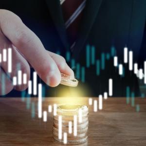 ビットコインは700万円到達でもまだ買える!値幅が大きいBTCを冷静に見極め投資するチャート分析法