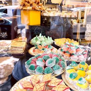 パリのアラブのお菓子と筋膜マッサージと今日のワイン♪