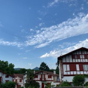 6月のフランスプチバカンス♪バスクの山と小さな町と