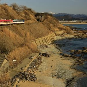 岩ヶ崎の海岸線を往くキハ47