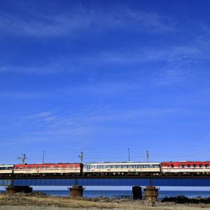 小国川を渡る新潟色のキハ40