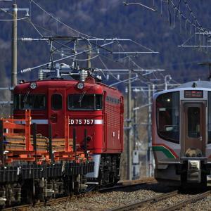 ED75牽引の翁島工臨とE721系の列車交換を撮る!