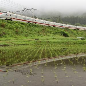 朝霧漂う庭坂の大カーブを往く、E926系East i新幹線を撮る!
