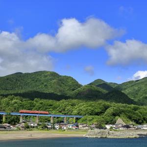 岩館の鉄橋を渡る、キハ40タラコ2連の326Dを撮る!