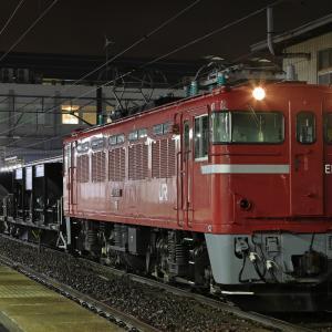 雨の秋田駅に停車する、ED75-777牽引のホキ工臨を撮る!