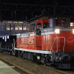 秋田駅に停車する、DE10牽引のホキ工臨を撮る!