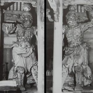 壽福寺には鶴岡八幡宮にあった仁王像が置かれている。