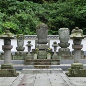 然阿良忠と北条経時の墓~鎌倉:光明寺~