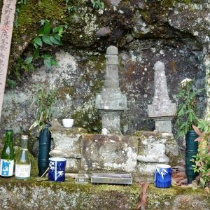 伊豆の国市:天野遠景の墓