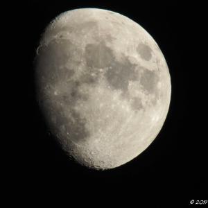 10月09日の月 by E-M5Ⅱ+2倍テレコン+TAMRON 150-600mm