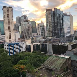 フィリピンの夜明けが「く〜る〜」