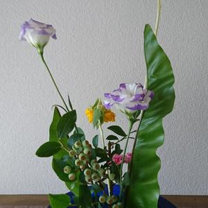 ランラン玄関の生け花NO.137 坂戸整体院ランラン