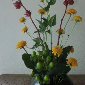 ランラン玄関の生け花NO.112 坂戸整体院ランラン
