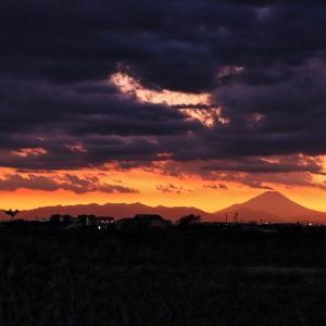 黒い雲 影富士