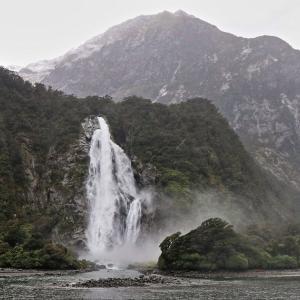 ミルフォード 入江と滝