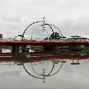 橋上の 「麦藁帽子」