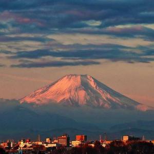 睦月富士と 頭上の雲