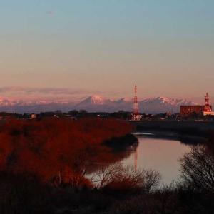 朝日あたる 白い峰