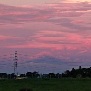 薄明の空 紅の雲