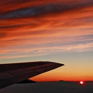 天空の 夕日と雲海