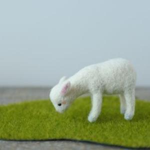 草を食べるヤギ完成