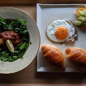 チキンカレーで朝パン