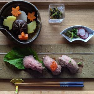 ワインで炊いたご飯で肉寿司