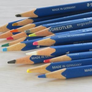 生きるということは色鉛筆を1本ずつ増やしていくこと
