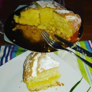 PG両親がディナー後にレモンケーキをホールで持ってきてくれました(^^)ふわふわでレモンクリーム