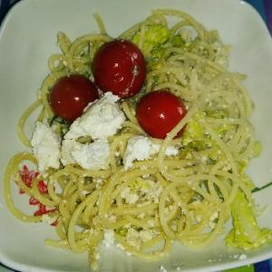 リコッタチーズ余ってるので消費したくてランチパスタはアンチョビとリコッタのスパゲッティに(^^)