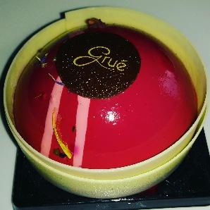 ベリームースケーキ、周りのホワイトチョコもムースにあって美味☆Pasticceria Gruè
