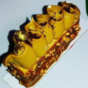チョコナッツガトーケーキ★チョコナッツコーティングにスポンジケーキ☆Bompiani