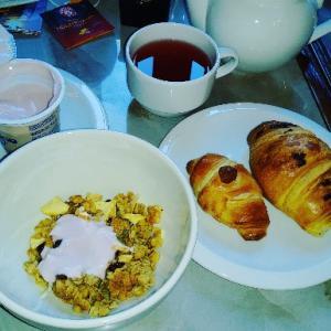 楽しみにしてたホテル朝食はコロナの影響でバイキングじゃなくてなってた(-.-)Venezia