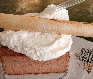 チョコとバニラのアイスケーキ♪久々にROMA老舗『ファッシ』のボリュームセミフレッド★Fassi
