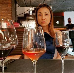 幸せすぎるミシュランディナー♥美味しい料理に合わせてワインにシャンパン、シェリーなど楽しんでる